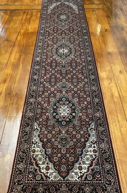 Rug# 14185, Superfine Amritsar, NZ wool pile, Tabriz dsn, 14x14 quality, India, size 306x76 cm RP $2500, Special $1000
