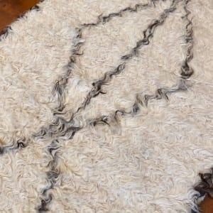 Rug# 25123, Turkish Tolou style shaggy runner, hand knotted fleece lamb wool, natural wool colours, size 431x76 cm (3)